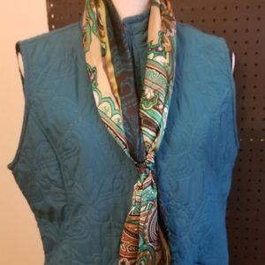 Barrow & Croft quilted vest with scarf size M